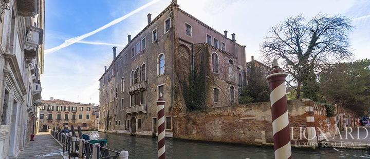 venetia 1 Palazzo de vanzare, 15.000 de euro metrul patrat