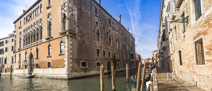 venetia mare Palazzo de vanzare, 15.000 de euro metrul patrat