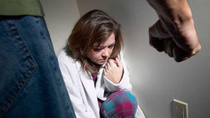 violenta in familie 393e5a30a0f04d 11439100 47230300 Care #metoo? La noi, o femeie e batuta la 30 de secunde!
