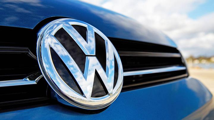 vw Volkswagen, speriat de concurenta Skoda