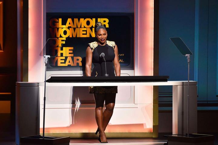 2 1 Glamour Awards: Gigi Hadid, premiata de Serena Williams
