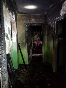 23472958 1082597781843272 5900576506907791613 n incendiu bacau 225x300 Doi oameni la spital, dupa un incendiu intr un bloc din Moinesti