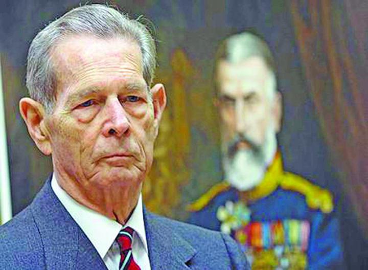 Regele Mihai1 Casa Regala: despre Rege mai putin, despre jeepuri mai mult