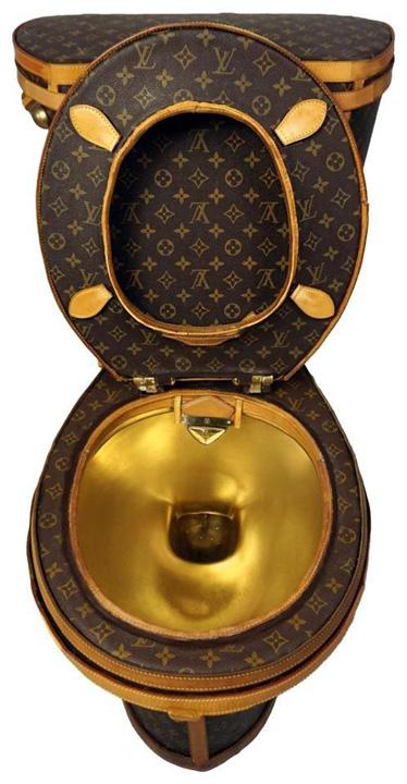 WC 0 WC  de aur din genti Louis Vuitton