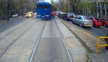 autocar 1 350x200 Imagini de necrezut cu un autocar cu numere MAI. Jandarmeria a reactionat deja (VIDEO)