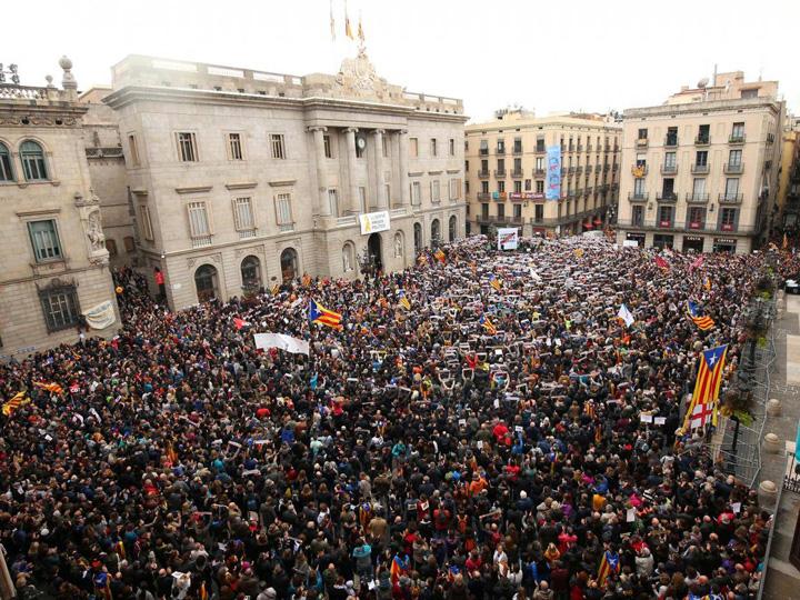 catalonia mare Puigdemont ataca UE, Catalonia a paralizat
