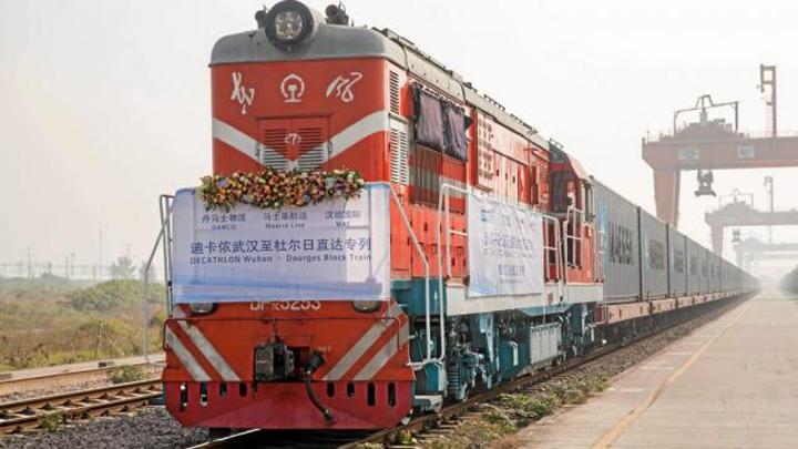decathlon Decathlon si a tras tren China Paris