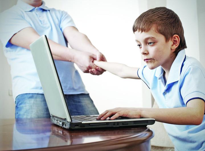 facebook Tinerii sub 16 ani vor intra pe Facebook doar cu acordul parintilor