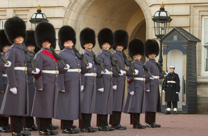 garda navala Premiera: Palatul Buckingam, aparat de marinari