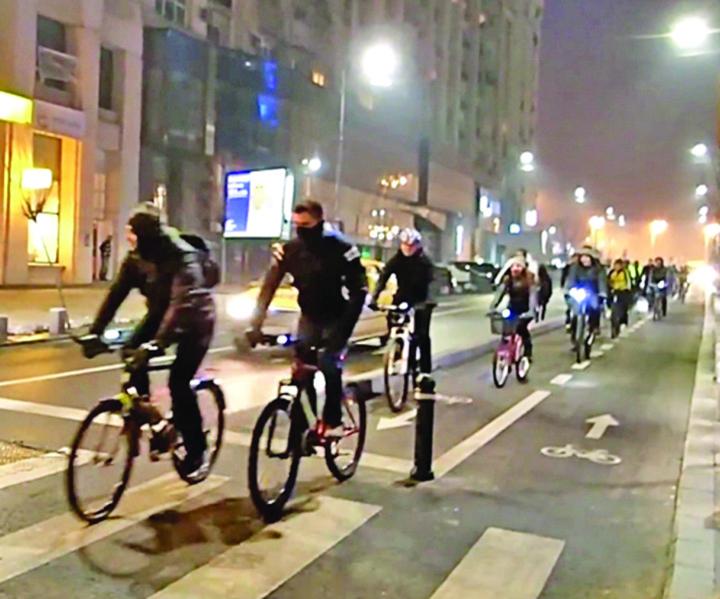 """haitaa """"Haite"""" de biciclisti terorizeaza Capitala!"""