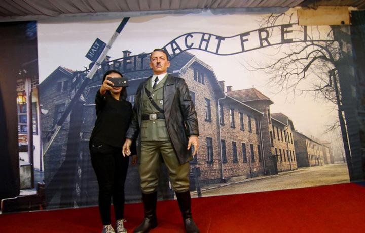 hitler Selfie cu Hitler la muzeu