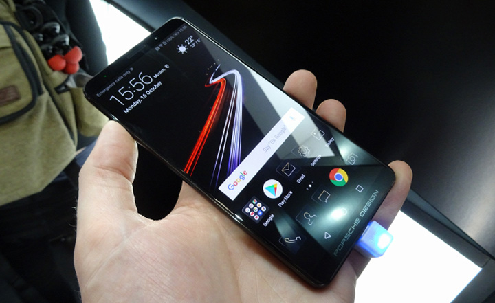huawei mate 10 porsche design tdbq.640 Un  telefon mai scump decat iPhone X
