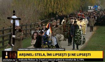 inmormantare 2 350x208 Actrita Stela Popescu, condusa pe ultimul drum de o mare de oameni. Aplauze si onoruri militare