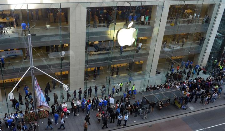 iphone x S au furat peste 300 de iPhoneX inainte de lansarea oficiala