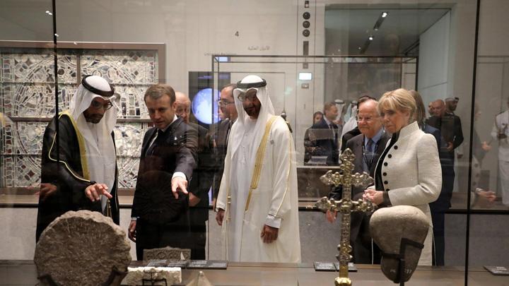 macron 5 Macron a deschis Luvru din Emirate