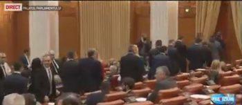 motiune 350x152 A inceput dezbaterea motiunii. Parlamentarii PSD au iesit din sala