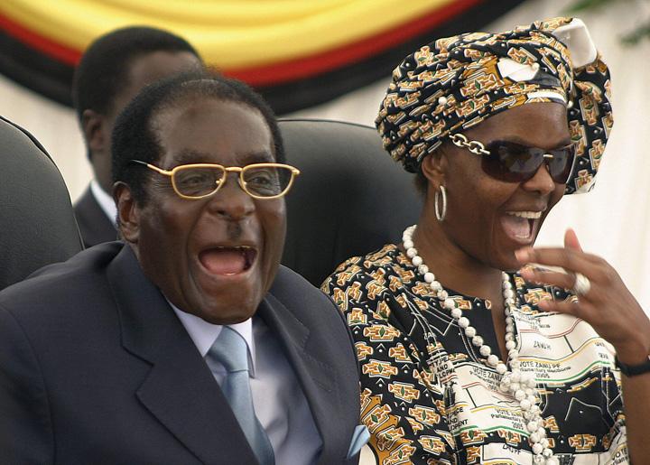 mugabe 4 Mugabe pleaca plin de bani