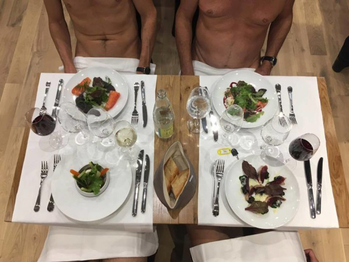 nudusti O'naturel,  primul restaurant pentru nudisti in Paris