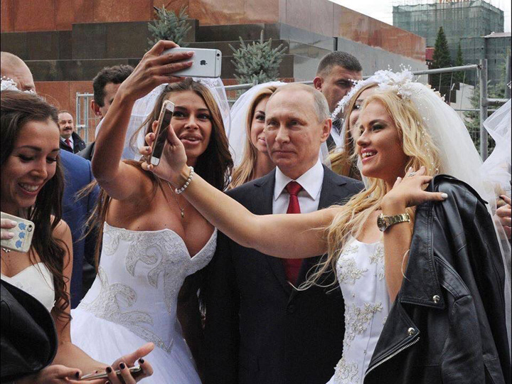putin si femei 1 Putin, ingrijorat ca rusii nu mai fac copii