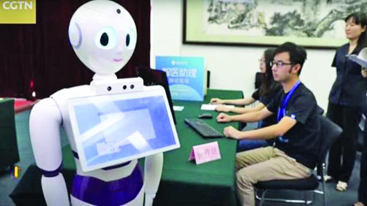 robot Un robot a intrat la medicina