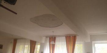 tavan cazut 750x375 350x175 Tencuiala din tavanul unei scoli din Alexandria a cazut peste copii
