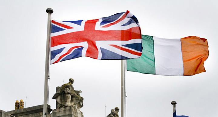 "British Irish Flags N Brexit o dă n război: ""Armele vor vorbi din nou"""