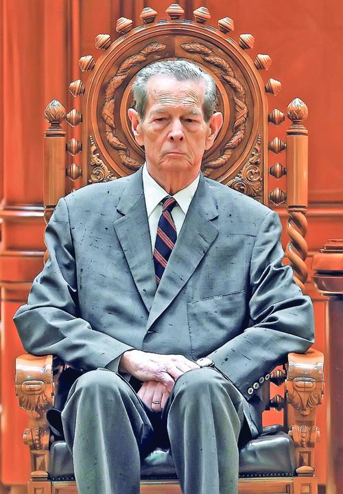 Regele Mihai Regele Mihai,ultimul chin: inmormantat in prime time
