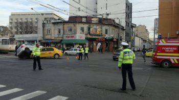 accident 350x196 Accident cu o masina de politie si un taxi, in Bucuresti