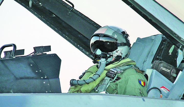 cap pilot Piloti romani declanseaza arme nucleare!