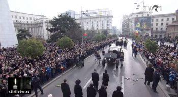 cortegiu 1 350x191 Regele Mihai, ovationat la momentul despartirii de Palatul Regal