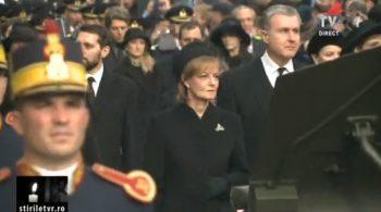 cortegiu 33 350x195 Funeraliile Regelui Mihai. Cadre impresionante de la procesiunea din centrul Capitalei