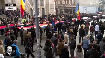 cortegiu drapel 350x195 Funeraliile Regelui Mihai. Cadre impresionante de la procesiunea din centrul Capitalei