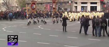 cortegiu pod 350x153 Funeraliile Regelui Mihai. Cadre impresionante de la procesiunea din centrul Capitalei