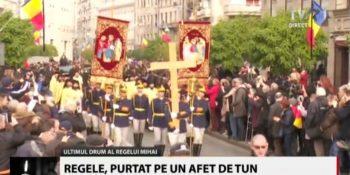 cortegiu3 350x175 Regele Mihai, ovationat la momentul despartirii de Palatul Regal