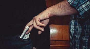 coruptie mita 350x189 Cum a ajuns SEAP din expresia transparentei unealta coruptiei