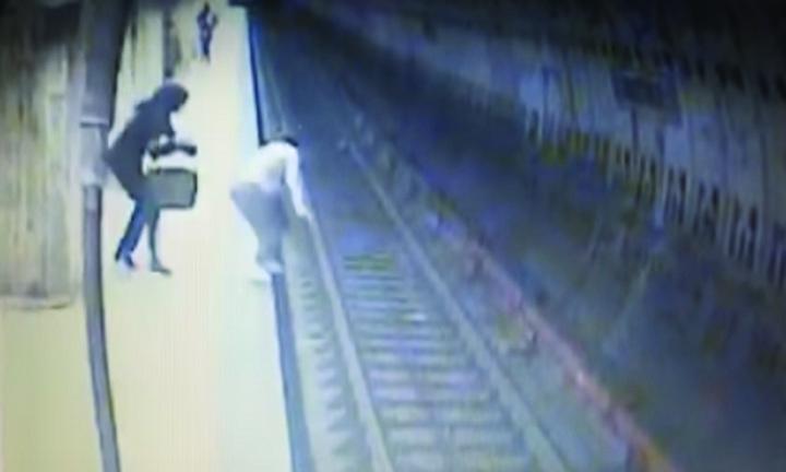 crima metrou Crima din Dristor: paza de la metrou, multi bani aruncati pe geam