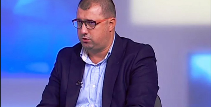"""daniel dragomir 1 """"Serviciile"""" își fac sucursală civilă"""