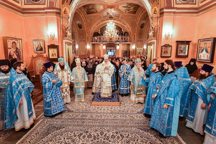 daniel Preafericitul Daniel, prima slujire la rusi