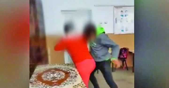 elev arestat Elev arestat dupa ce a lovit o profesoara