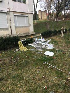 explozie bloc 225x300 Explozie intr un bloc din Onesti. O victima, transferata in Capitala