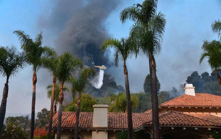 foc1 Starurile din Los Angeles, gonite de flacari
