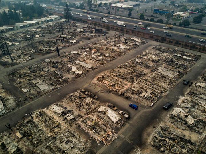 foc4 Starurile din Los Angeles, gonite de flacari