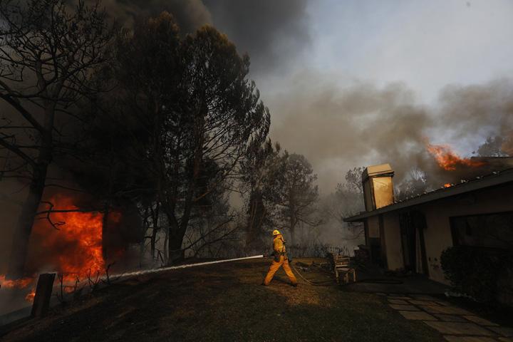 incendii Incendiile din Los Angeles, declansate de boschetari