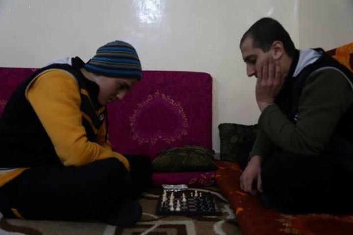 jihadisti ISIS se reabiliteaza cu sah si tigari