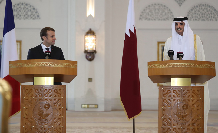 macron bun Macron ia 11 miliarde din Qatar, ai nostri dorm pe ei