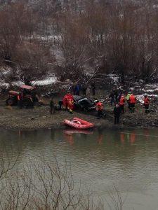 masina olt 225x300 Barbat gasit mort intr o masina cazuta in apa Oltului