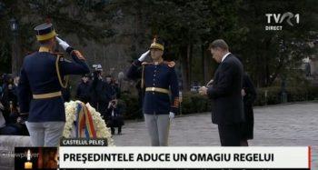 omagiu 2 350x187 Presedintele Iohannis, la catafalcul Regelui Mihai, la Peles