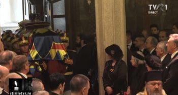 patr6 350x187 Slujba de inmormantare a Regelui Mihai, oficiata la Patriarhie, s a incheiat