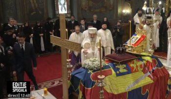 patri11 350x202 Slujba de inmormantare a Regelui Mihai, oficiata la Patriarhie, s a incheiat