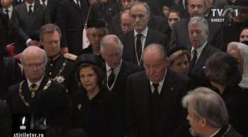patri8 350x194 Slujba de inmormantare a Regelui Mihai, oficiata la Patriarhie, s a incheiat